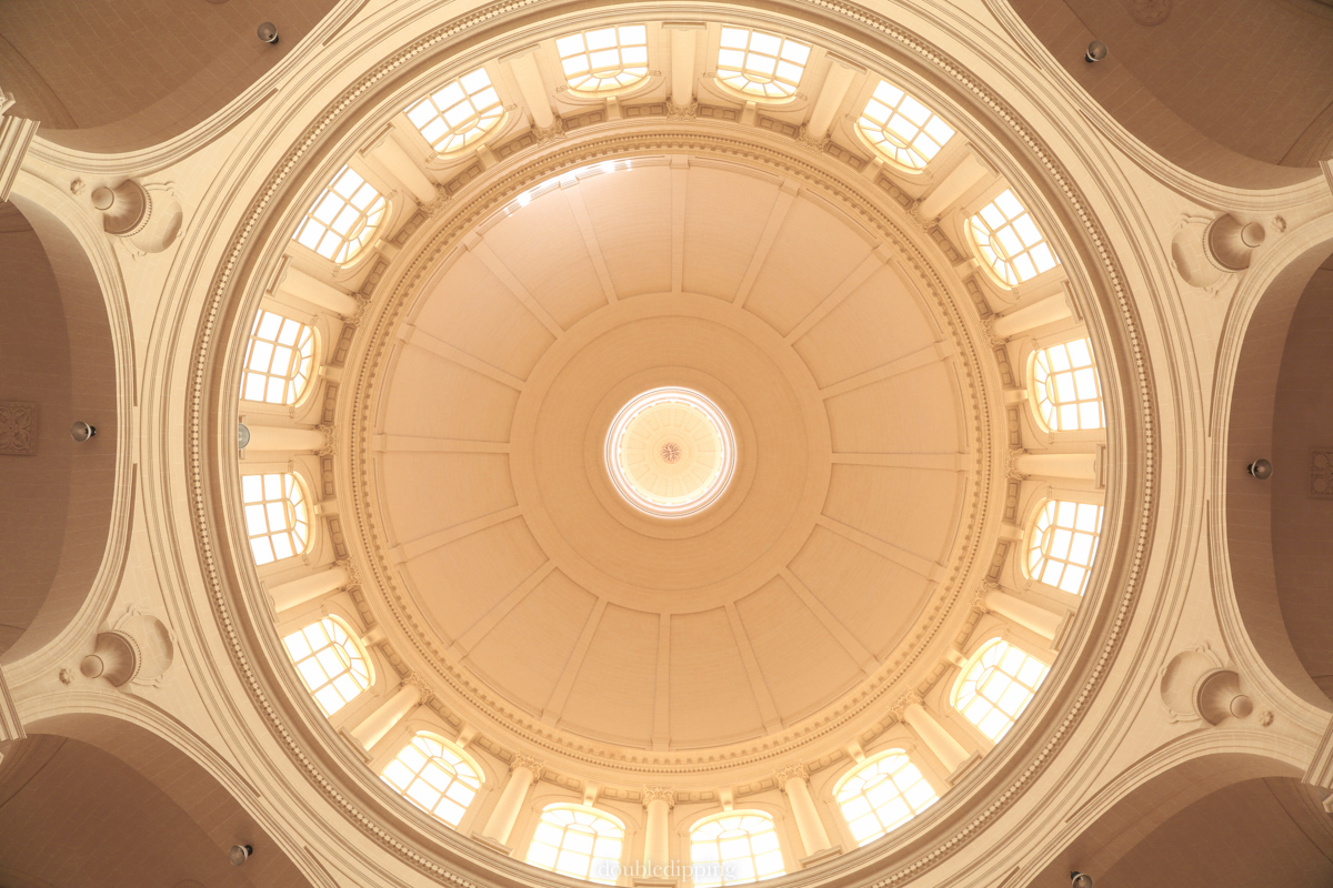 This is Europe's 3rd largest cupola tying the place with Mosta on Malta. All white. Ihad to set my camera on the floor and still I could't manage with 24 mm to get it all on the photo.