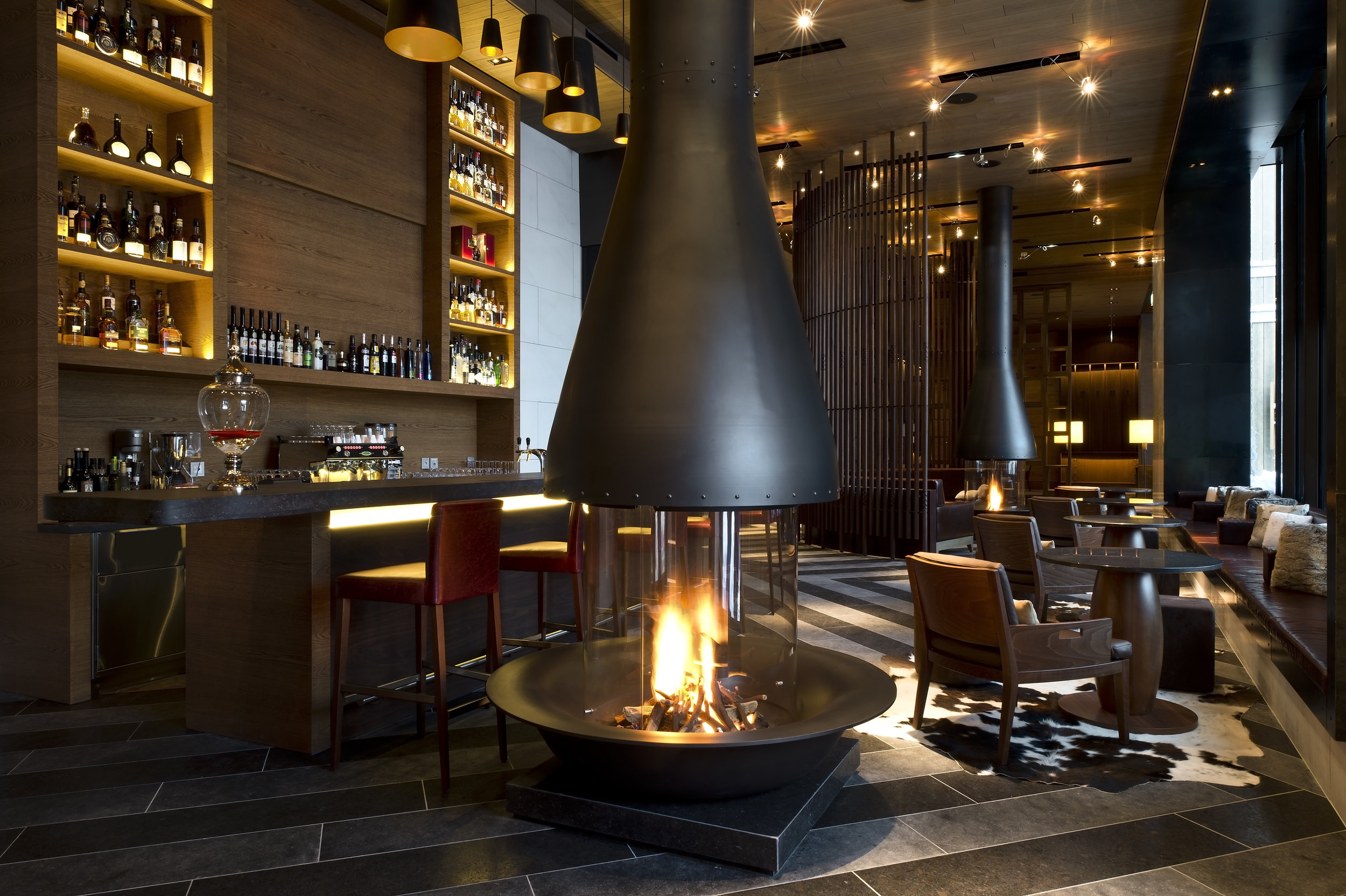 The Chedi Andermatt_The Bar_Kamin_GHM Reto Guntli.jpg