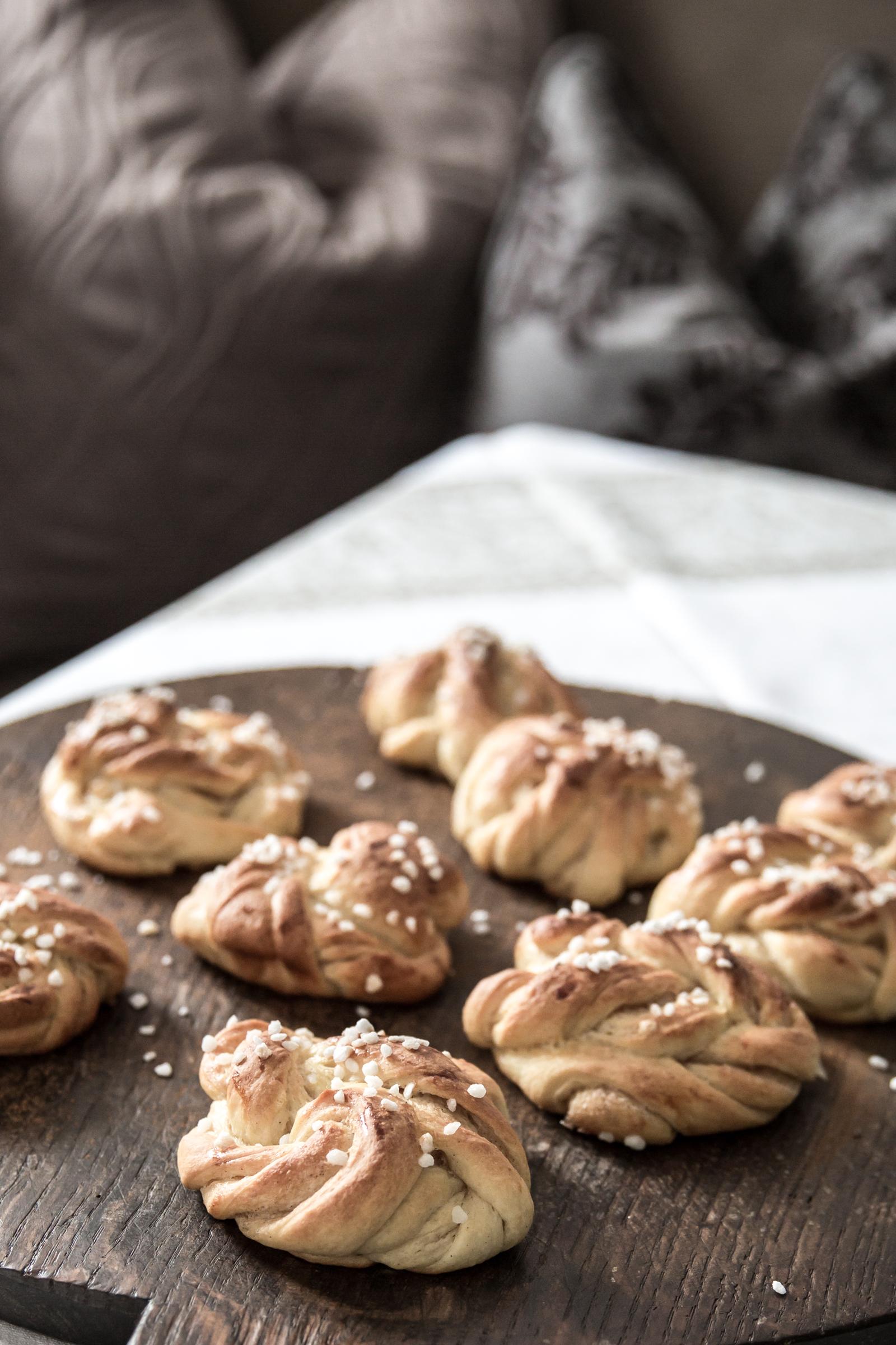cinnamon buns doubledippingblog