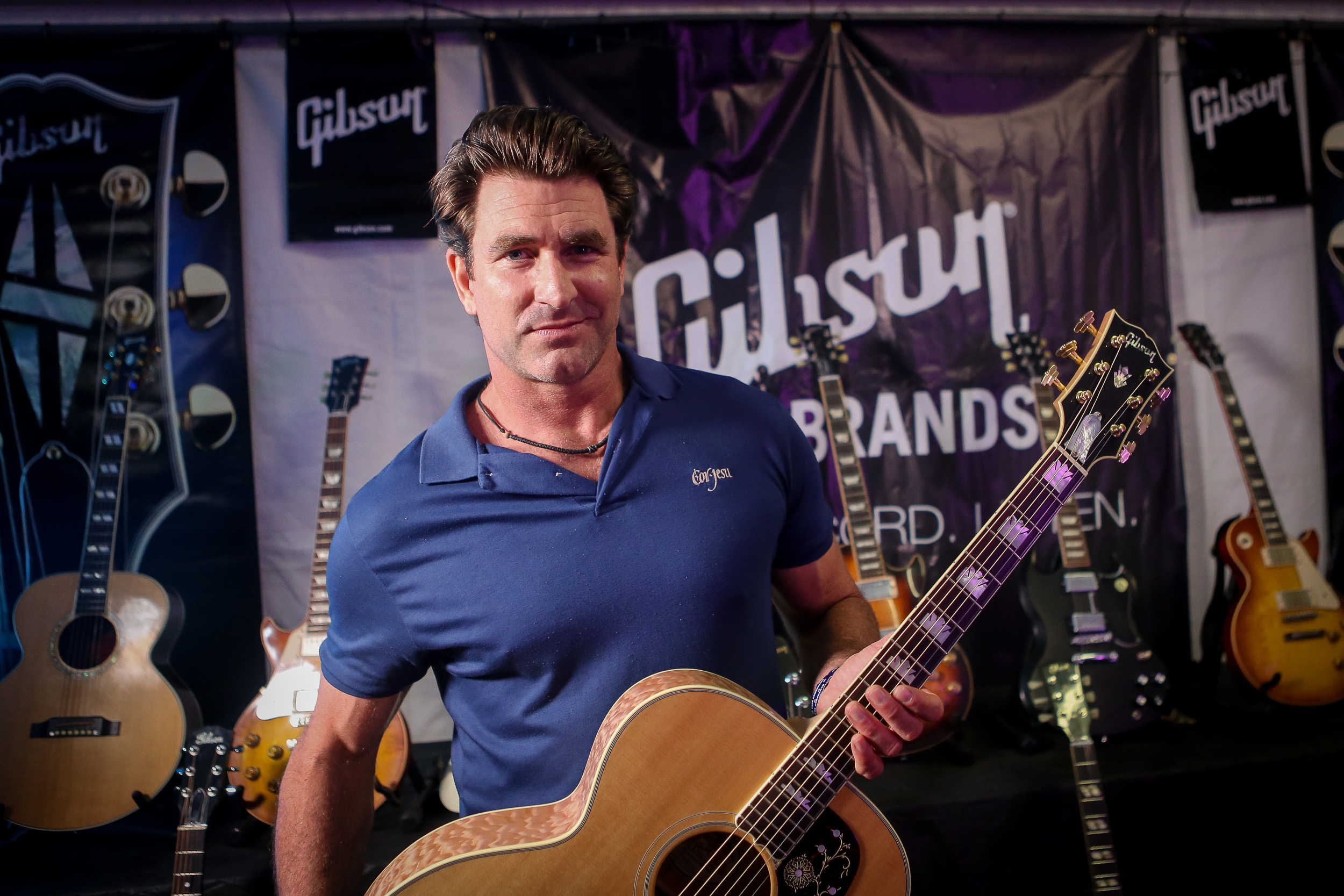 pete murray, backstage in the gibson tent