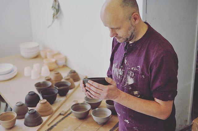Matcha skål i produktionsprocess!  #gustavsberg #sweden #stockholm #tekanna #matcha #matchalatte #keramik #ceramics #handmade #hantverk #tea #te #gröntte #茶器 #器 #茶碗 #抹茶
