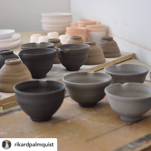 Imorgon är det dags! Färgfabrikens vårmarknad öppnar🌸  Öppettider 11-17, 30/3-31/3.  Du kommer att hitta @rikardpalmquist vackra te keramik och jag kommer att sälja prima matcha te samt bambu visp. Jag kommer även att servera lite matcha te under dagen. Vi ses imorgon!