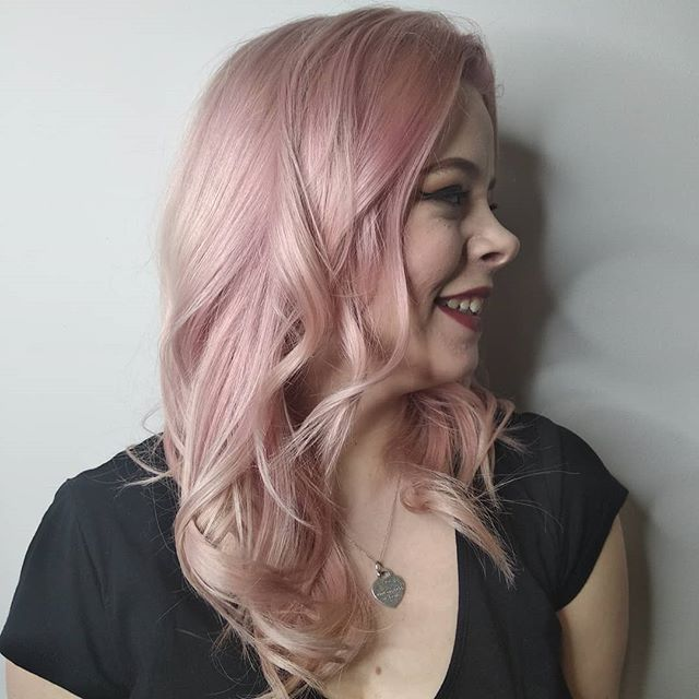 A rise by any other name . . . #pinkhair #wella #wellacolour #wellatoner #wellapink #manchester #rcnq #waveyhair