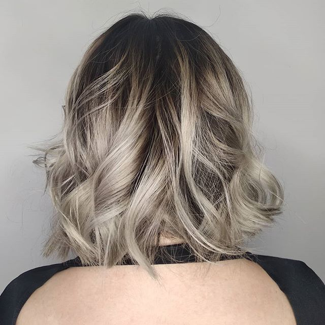 Root stretch on @fatty_wilson, thanks Harriett ❤️ @rcnq . . . #balayage #balayageombre #wellatoner #wellacolour #silverhair #darkrootsblondehair #bumbleandbumble #rcnq #hairdresser #hairstory #cortex #curlyhair
