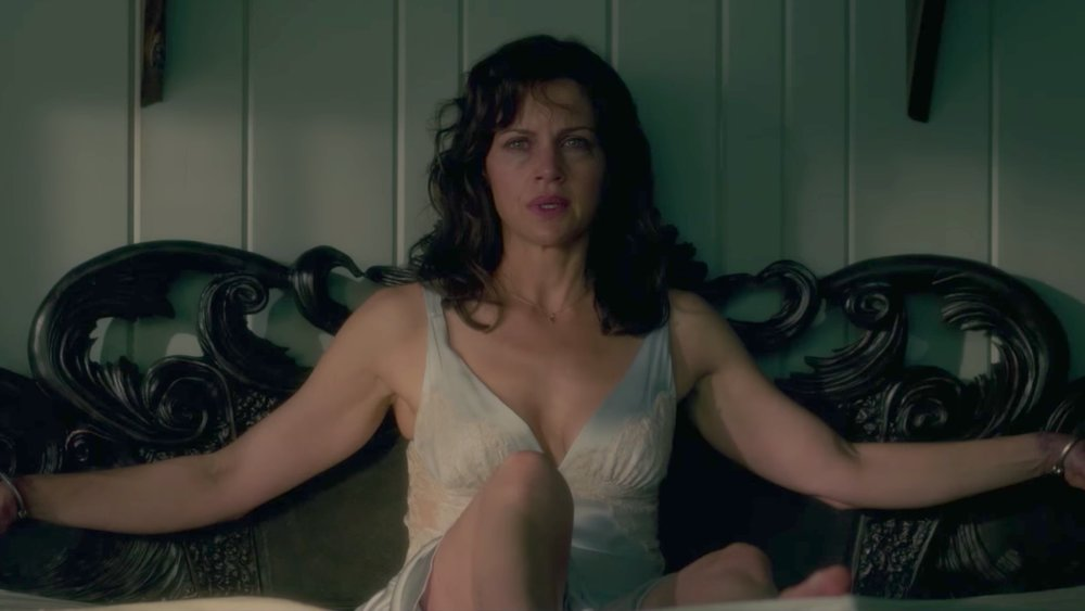 insanely-intense-trailer-for-netflixs-adaptation-of-stephen-kings-geralds-game-with-carla-gugino-social.jpg