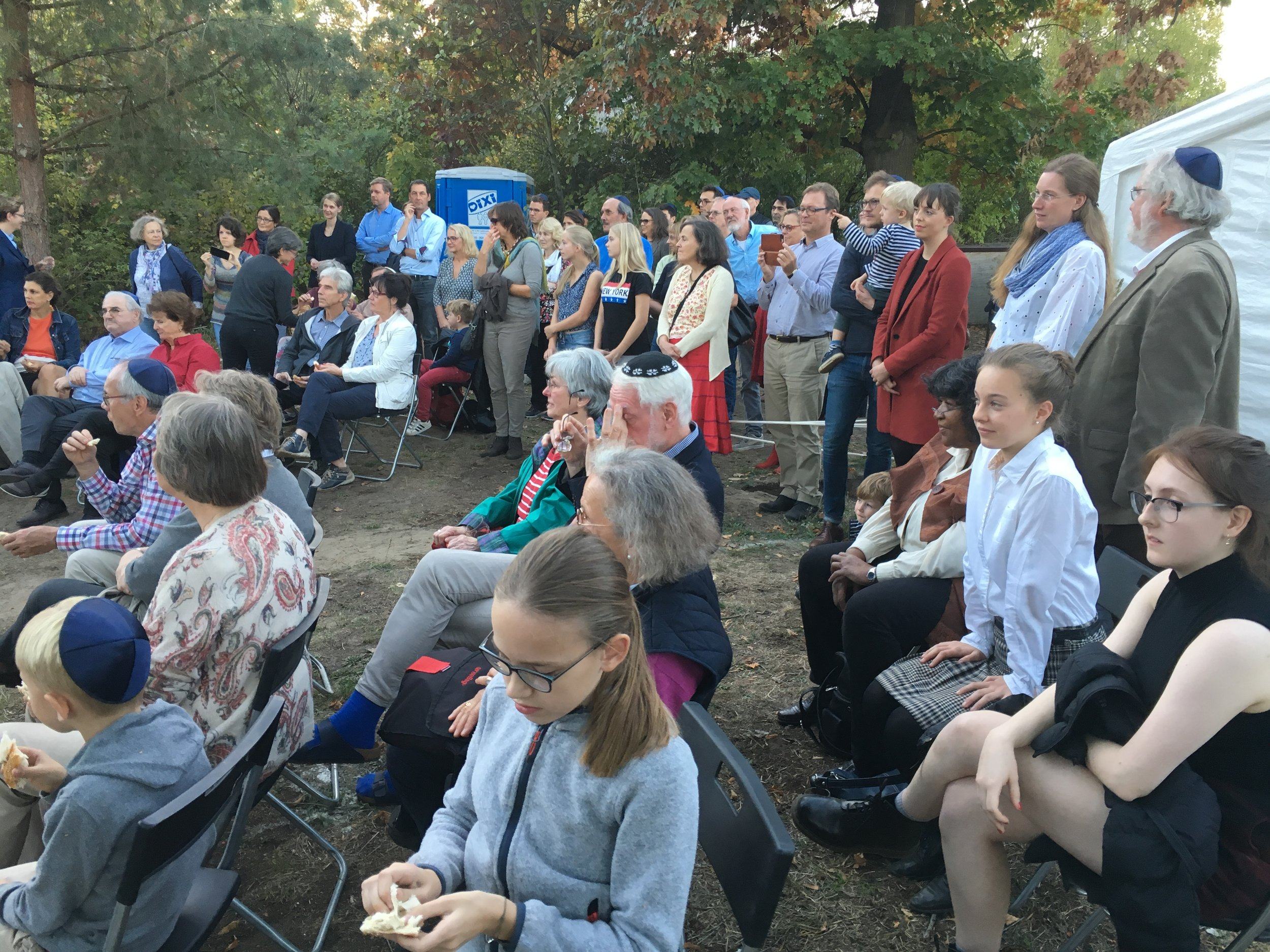 audience shabbat lake house.JPG