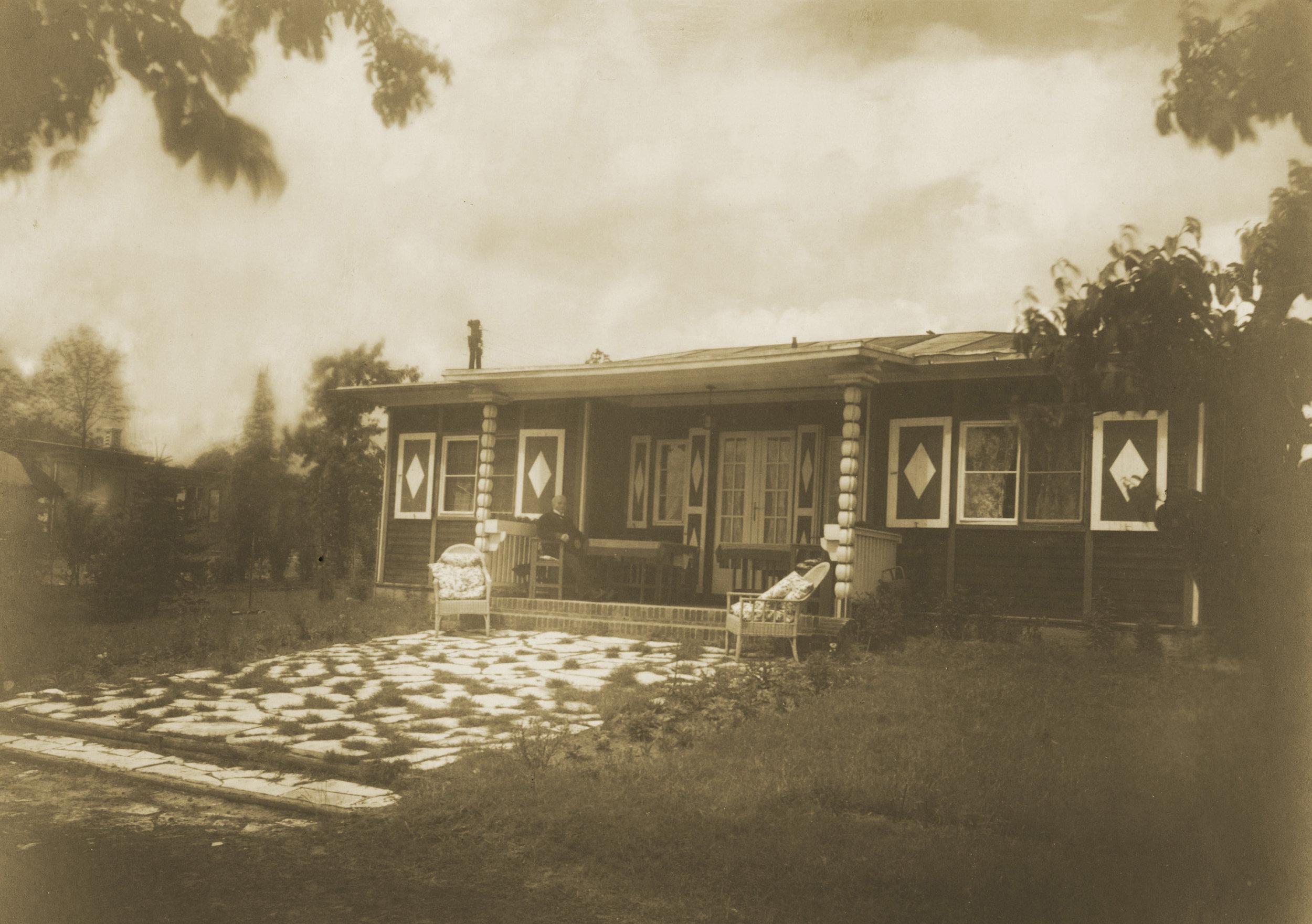 Alexander Haus 1928 Lotte Jakobi.jpg
