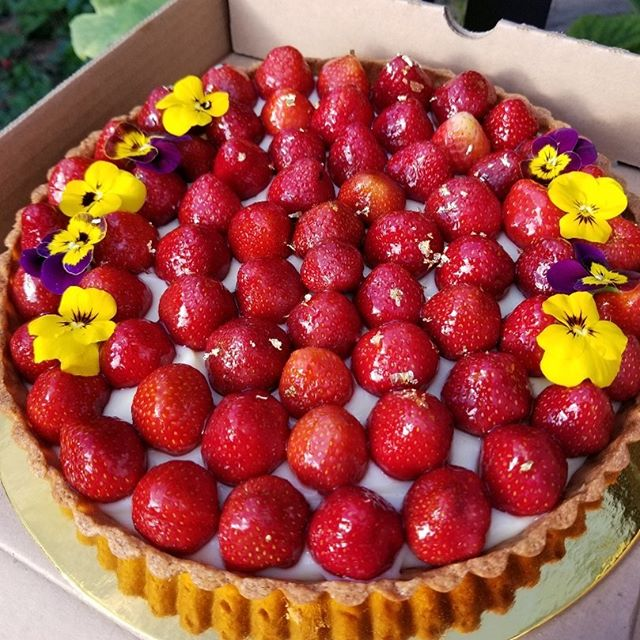 "Local strawberries 🍓 from @krauseberryfarms for our signature 9"" tart with our homemade vanilla crème pâtissière. Call us to make an order! #fraserhood #bakedfromscratch #familybusiness #edibleflowers #strawberries #summer #excited"