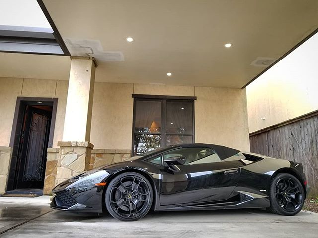 The weather in Houston is perfect to take out the Lamborghini Huracan Spyder convertible! Call 📞 1.800.996.1960 or visit 🖥 www.CarbonAutoGroup.com to book your next exotic car rental with 🆓 delivery 🚚 ! #DreamItDriveIt #CarbonAutoGroup #lamborghini #Huracan #ferrari #458 #mercedes #maybach #maserati #RentMe #exotic #car #rental #photography #fun #fast #cars #Houston #thewoodlands #jet #jetlife #motivation #wedding #datenight