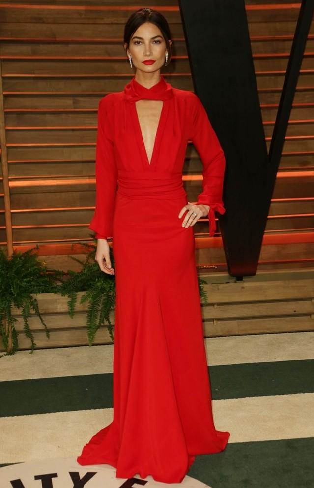 la-modella-mafia-Lily-Aldridge-at-the-2014-Vanity-Fair-Oscars-party-in-a-red-Erin-Heatherton-dress-and-red-lips-21.jpg