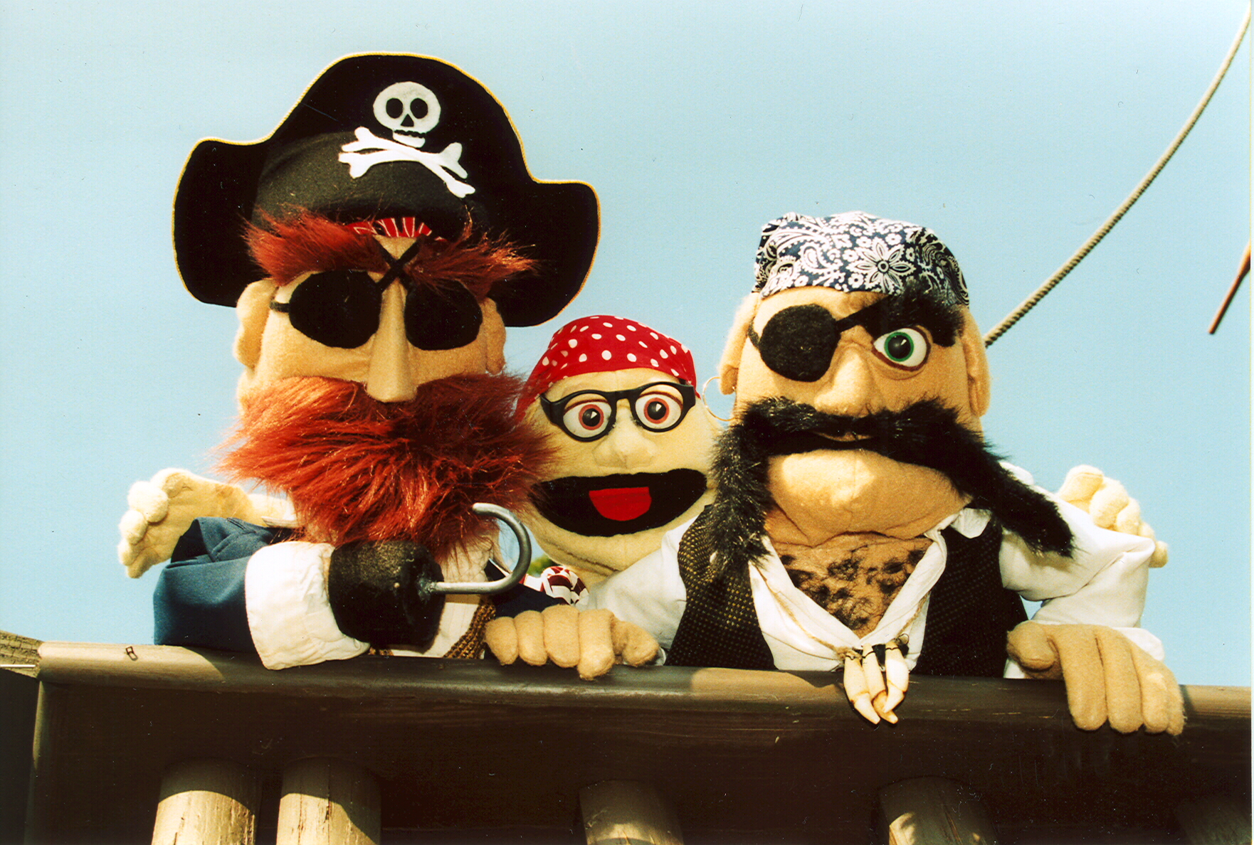 Everybody Loves Pirates by Frogtown Mountain Puppeteers