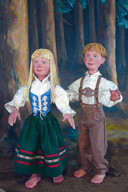 Hansel and Gretel by Tanglewood Marionettes