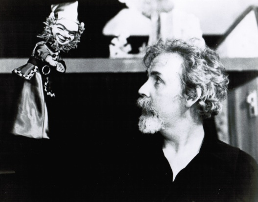 Paul Vincent Davis is one of America's foremost glove puppeteers.