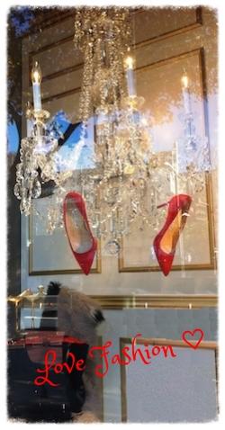 うっとりするようなファッションも     あなたのために♡ #manoloblahnik#red#heel#dress#