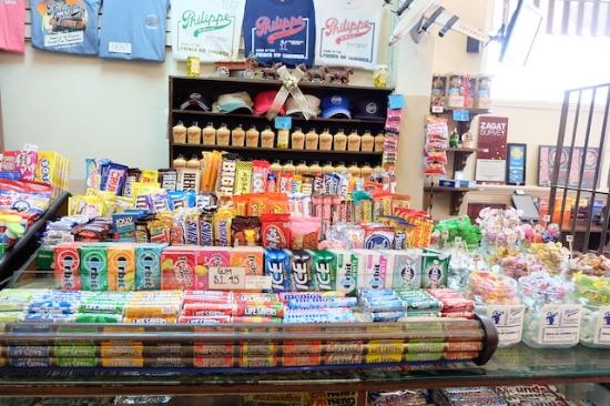 売店もあって、いわゆる駄菓子がたくさん〜〜! #philippe#diner#shop#sandwiches