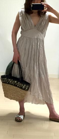 昨年買ったMYLANのサマードレス。軽くて涼しく繊細な美しさが好き。あ。私妊婦でないです(笑)