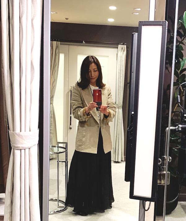 CHANELのロゴTシャツ、CP Shades の黒リリースカートにCabana のジャケット♡