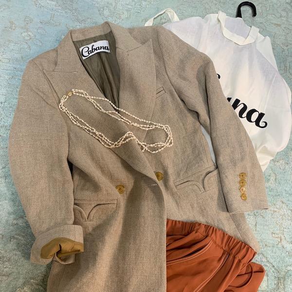 メンズ仕立てのジャケットは、ポケットも多く利便性も優秀! パーソナルショッピングアテンドで両手を使いたい私にはとても嬉しいジャケットです。