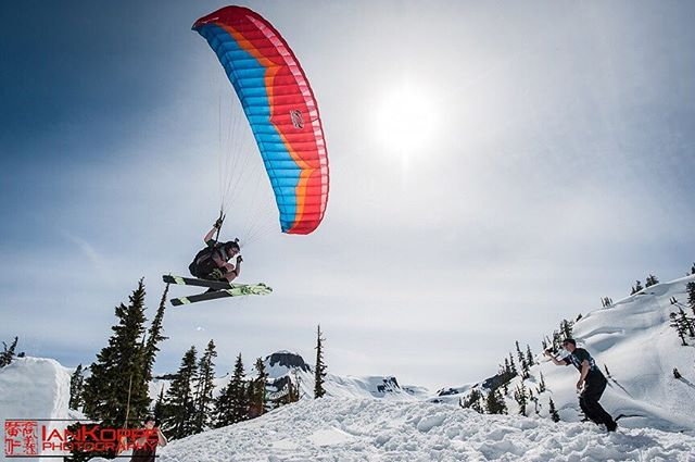 Maybe you've seen this before from @jerryoftheday, but here's my take on the #mtbakerseshup fly-by! #mtbaker #paraskiing #snowboarding #skiing