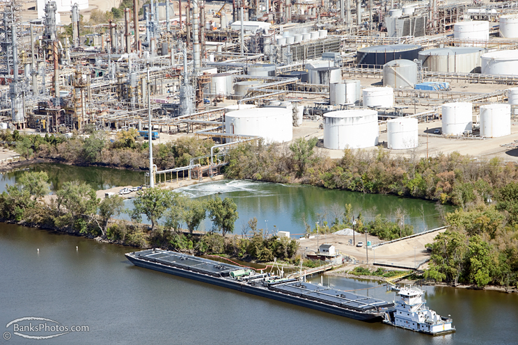 IMG_4315_SS-Mississippi-River-Oil-Barge-Refinery-Aerial.jpg