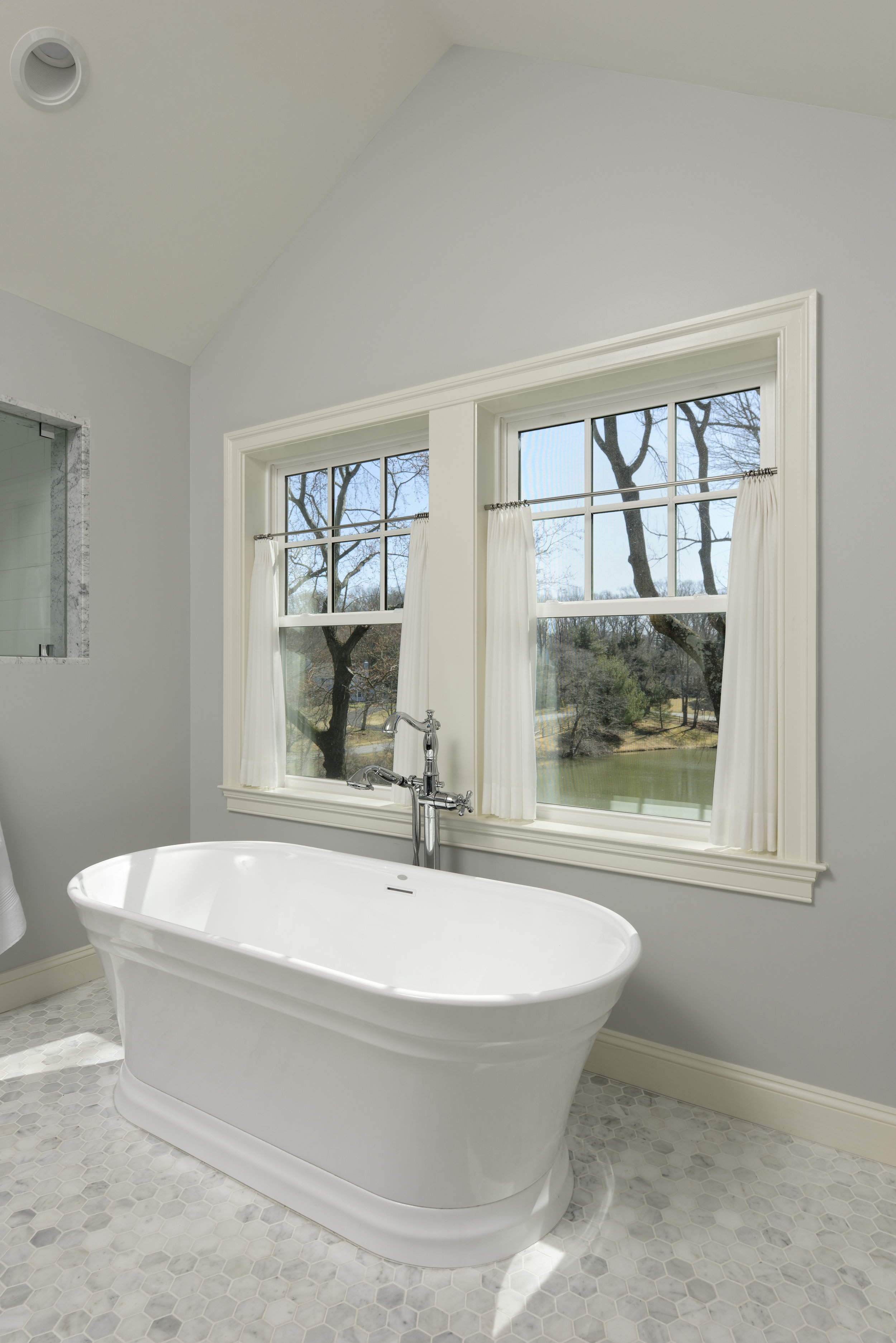 Meltzer High Res-Master Bathroom 4-D19045-5360.jpg