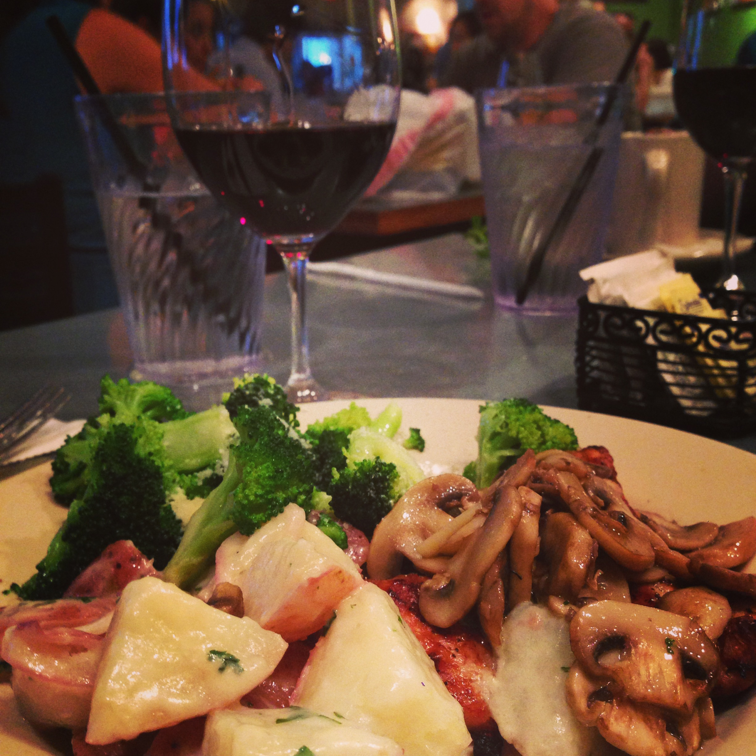 chicken breast with mushrooms and broccoli