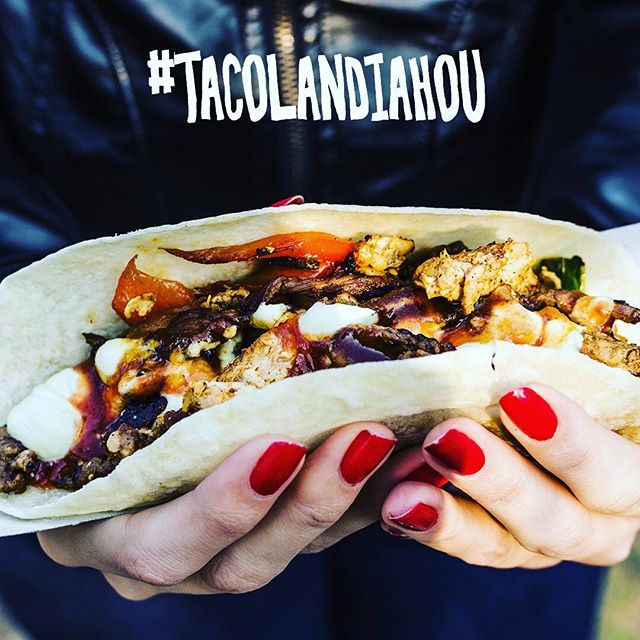 Who wants free tickets to @houstonpress TACOLANDIA this weekend?! What a better way to enjoy this amazing weather than by noshing in Houston's tastiest taco selection! To win tickets: 1. Like this post 2. Tag 3 friends I'll announce a winner on Friday!! #tacolandiaHOU #tacotime #tacos #htx #htxfoodie #houstonfood