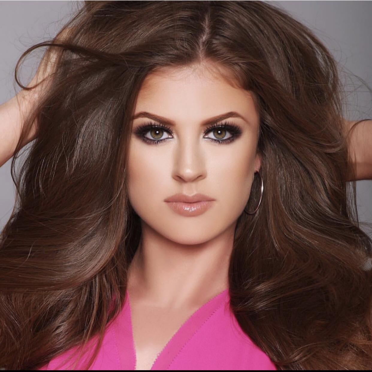Miss Illinois USA 2019 Alex Plotz