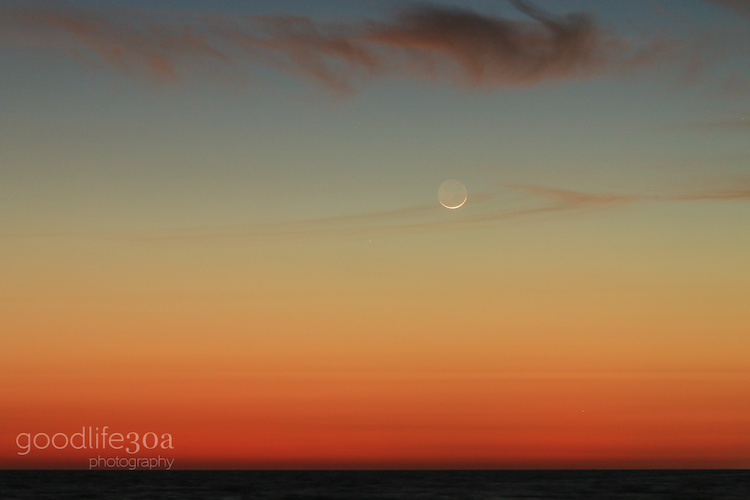 moonrise - moon rise over gulf at twilight to west.jpg
