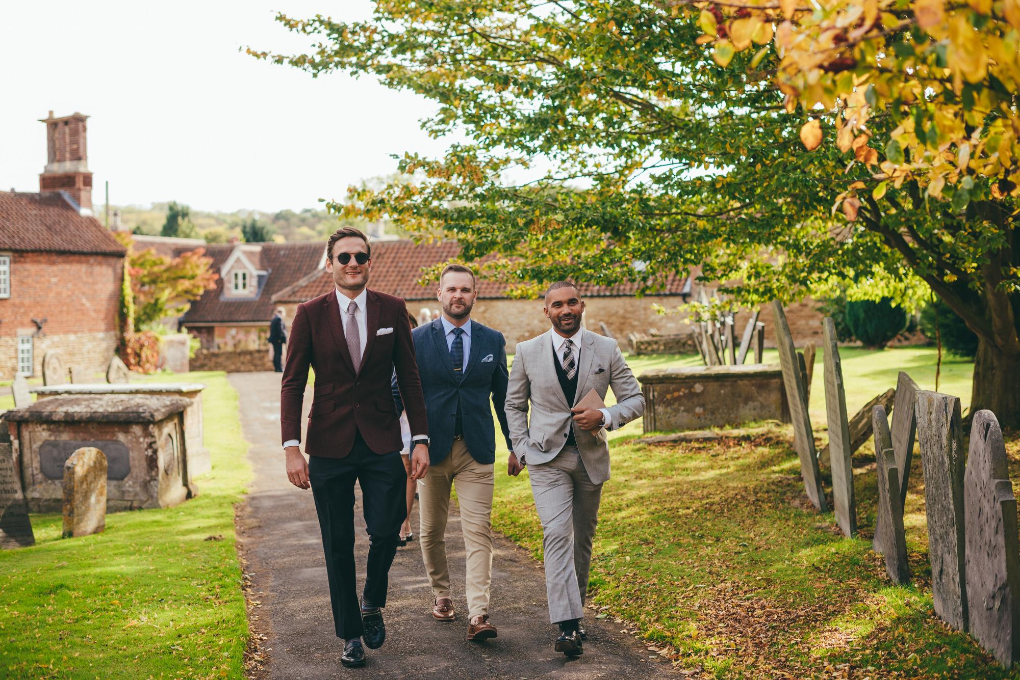 wedding guests arriving