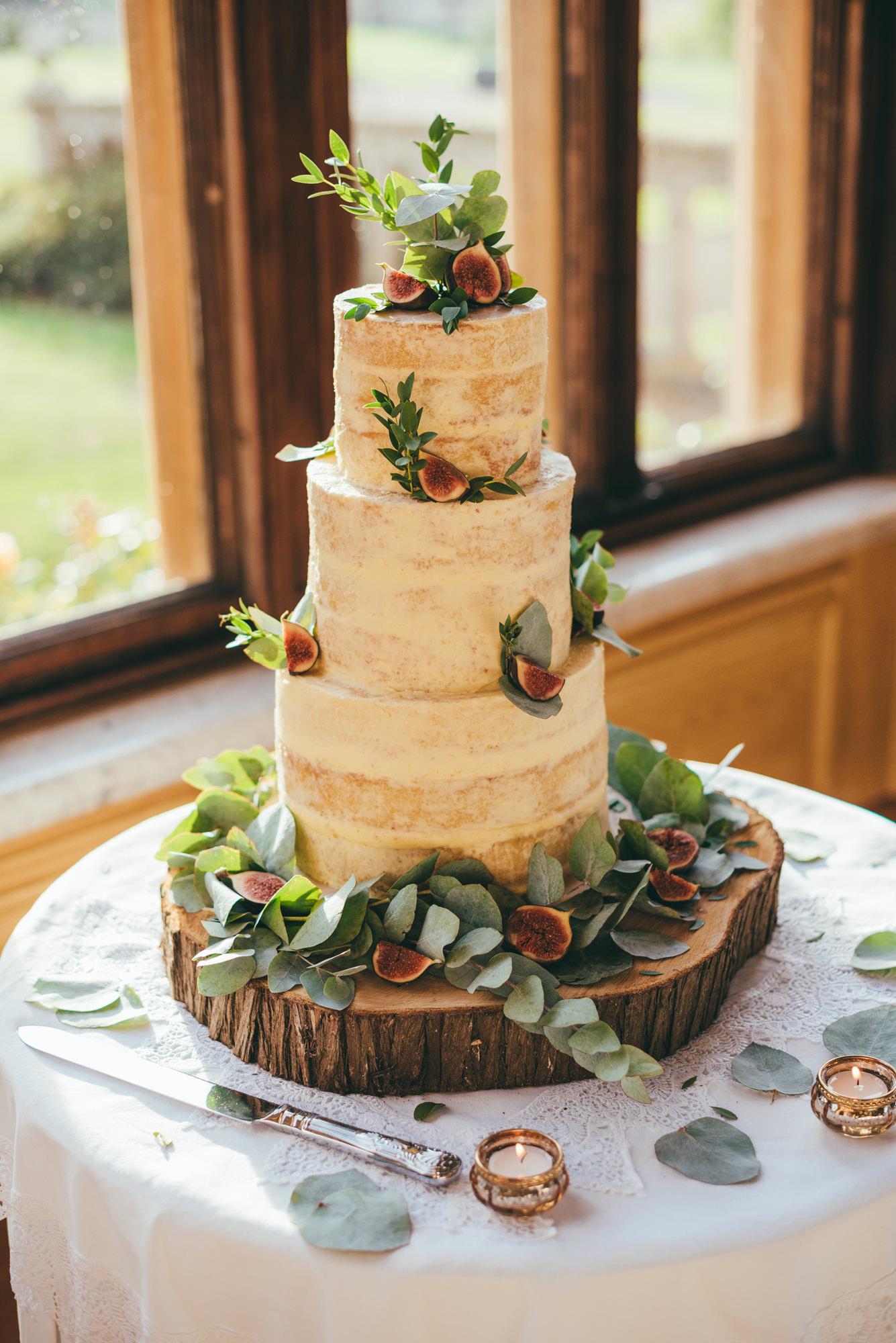 wedding cake at harlaxton manor