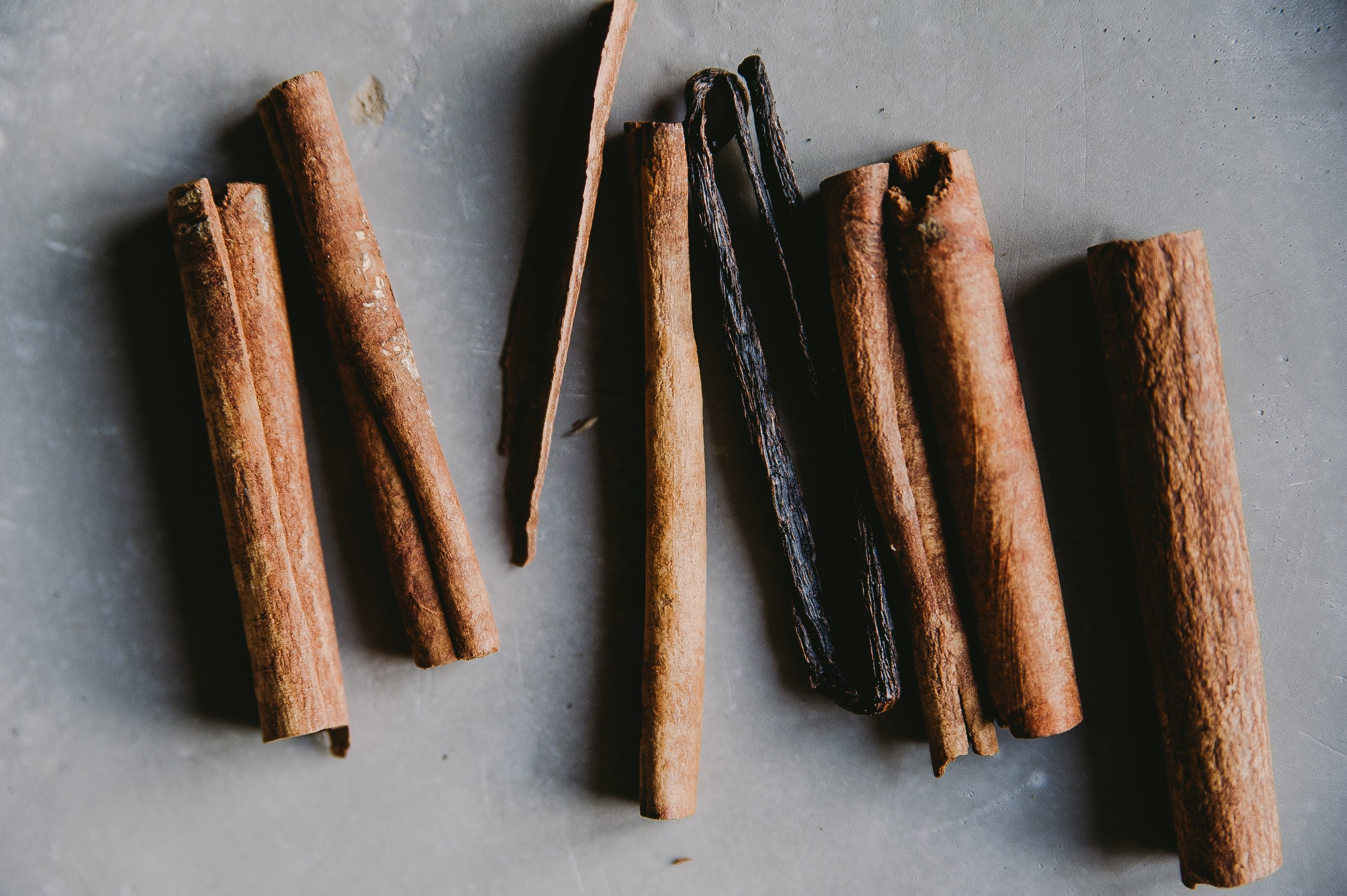 touched with cinnamon - You can't spell 'chai' without 'cinnamon'. Prized for it's medical benefits for thousands of years, modern science now confirms the same. High in compound 'cinnamaldehyde', it helps increase metabolism, protect from free-radical damage & may even assist in lowering bad cholesterol levels. Now, that's what we call a true 'super' spice.