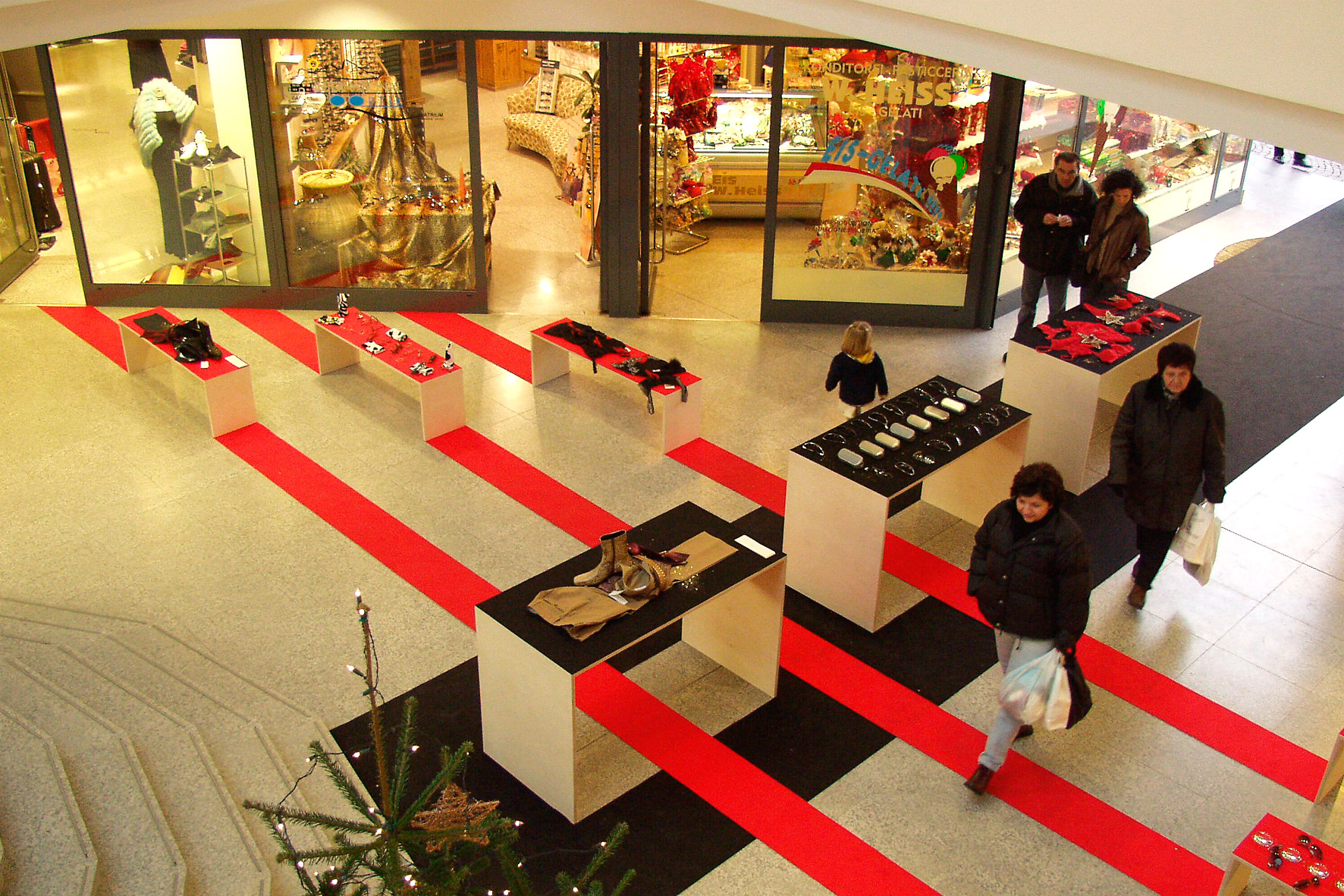 CHRISTMAS, Brixen (I) 2001  Presentation/installation for 3 boutiques, wooden elements, felt