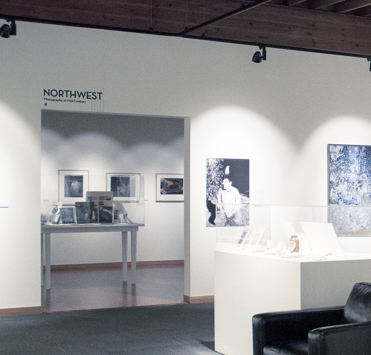Concept exhibition titling for transition entry points between galleries