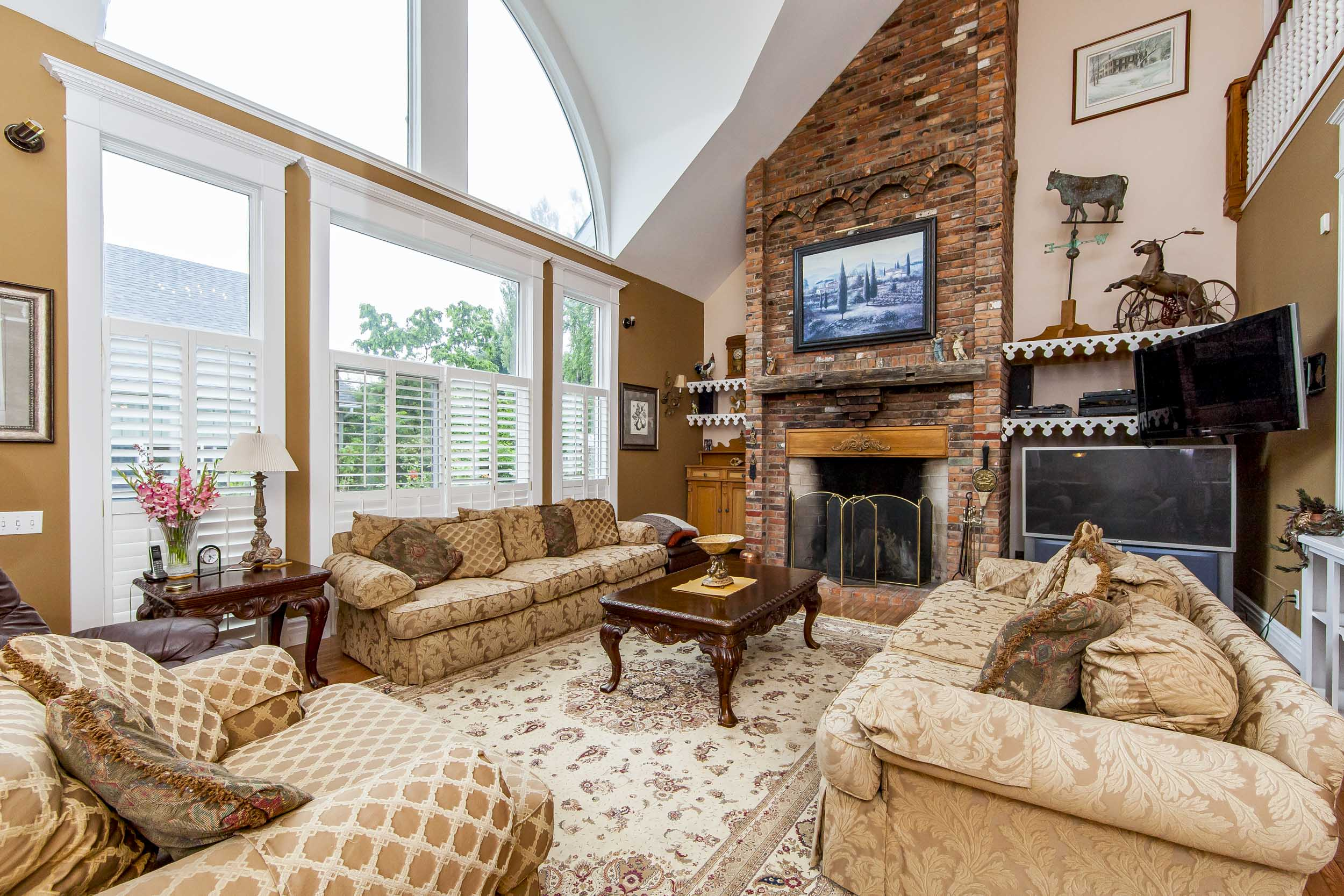 LUXURIOUS COUNTRY LIVING ROOM