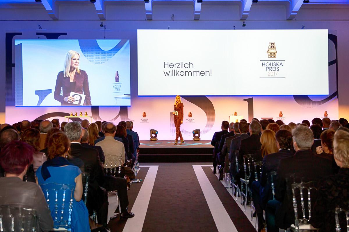 Moderatorin Nina Ruge  führt seit Jahren charmant durch das Programm der Gala.