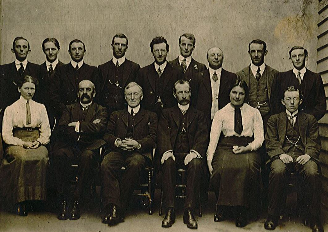 Staff of Harwood and Pincott 1913.