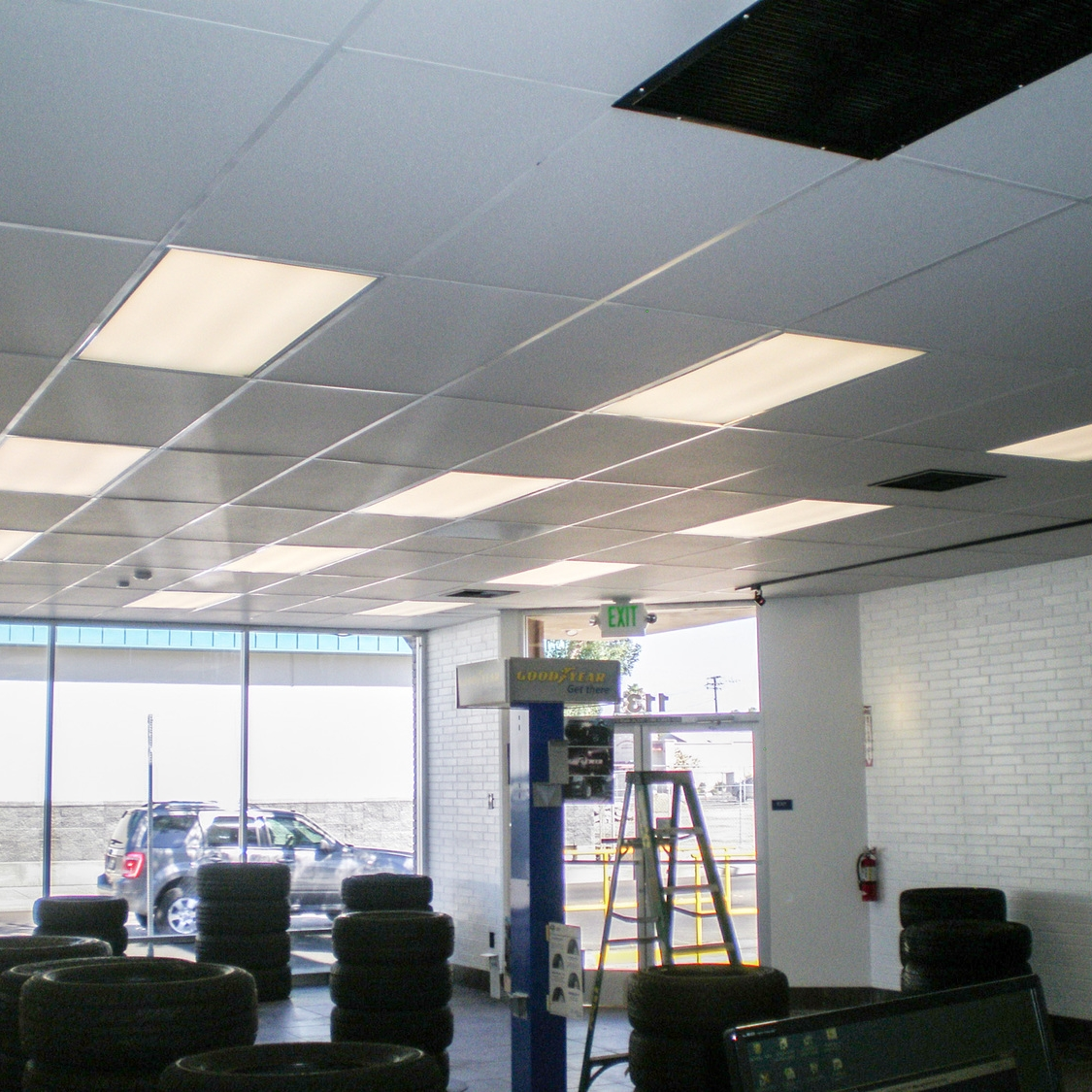 Commercial-Show-Room-Lights.jpg