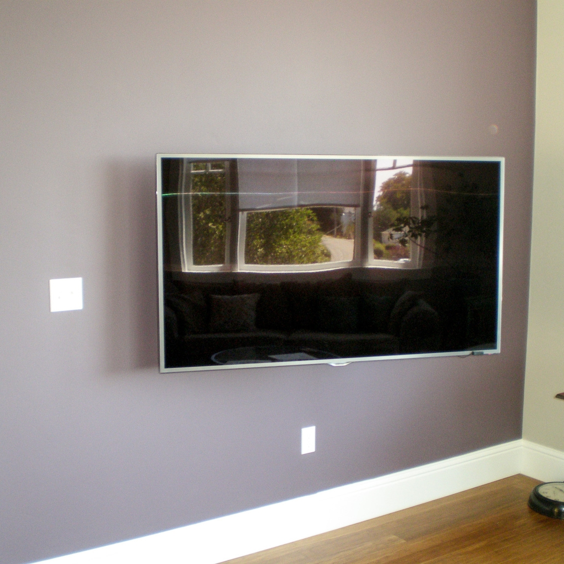 Haning-TV-with-no-wires.jpg