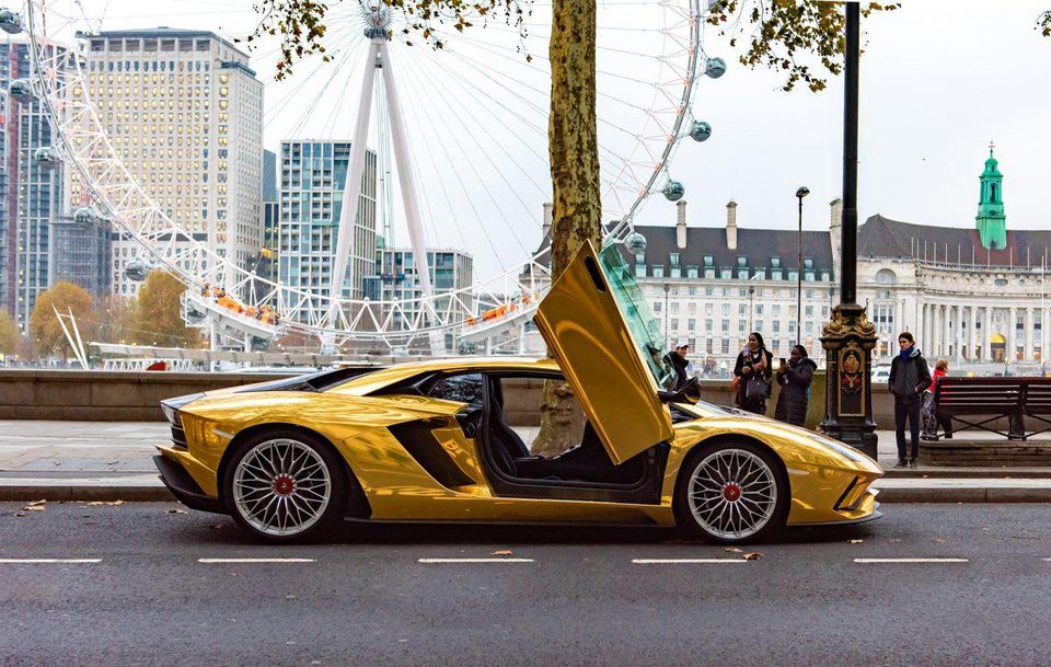 https---blogs-images.forbes.com-lelalondon-files-2018-11-gold-lamborghini-1200x761.jpg