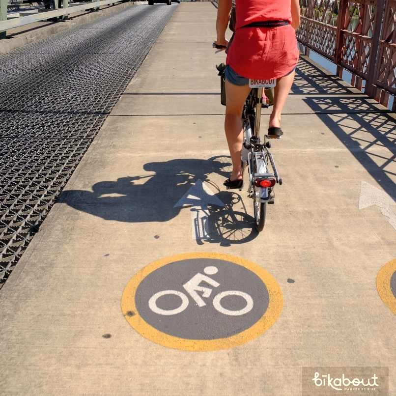 Hawthorne Bridge bike lane marking