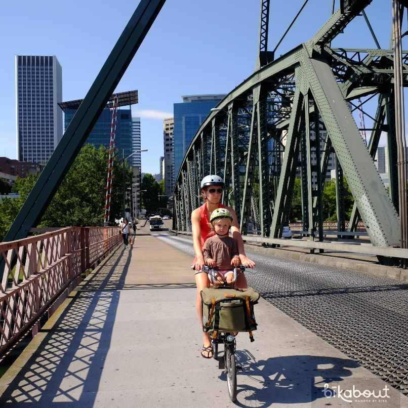 Hawthorne Bridge connecting downtown to SE Portland