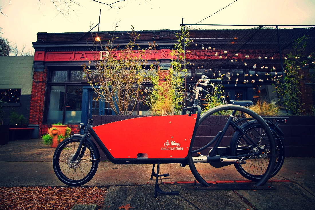 Take a family bike ride with a bakfiets (Dutch cargo bike) rental from DECATUR fiets.