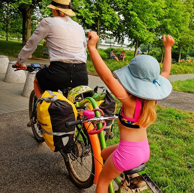 It's the weekend! Time for some family bike rides. Did you know one of our favorite bike hacks is an #ebike with a #kidstrailerbike? Mom or Dad pedals effortlessly while kiddo pedals when they want while still feeling apart of the action. This is the @pedego + #burleypiccolo but we've also seen a @radpowerbikes + piccolo. #familybikeride . . . Use #EbikesareCheating or tag @Bikabout on socials and we'll share your cheating 🤫 story. Instagram link is our recent blog  showcasing all the amazing adventures and everyday life stuff that these ⚡️😀 machines have a hand in. . . . #ihavethisthingwithbikes #bikeride  #wanderbybike #bikelife #biketravel #biketour #cycling #biking #cyclinglife #cyclingtour #biketourism #familytravel #travelphotography #ecargobike #ebike #electricbike #electricbikes #pedego #burleybiketrailer