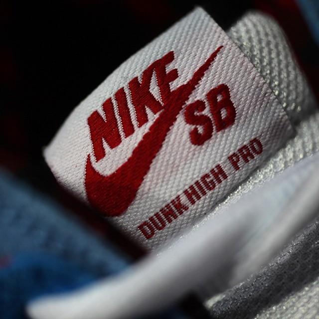 Familia-Skate-Shop-x-Nike-SB-Dunk-High-BlueOx-4.jpg