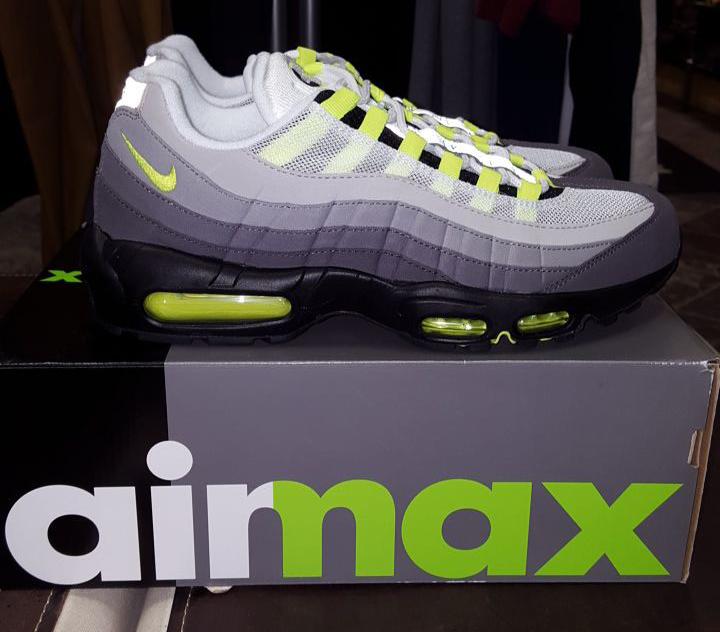 neon-air-max-95-og-2015-01.jpg