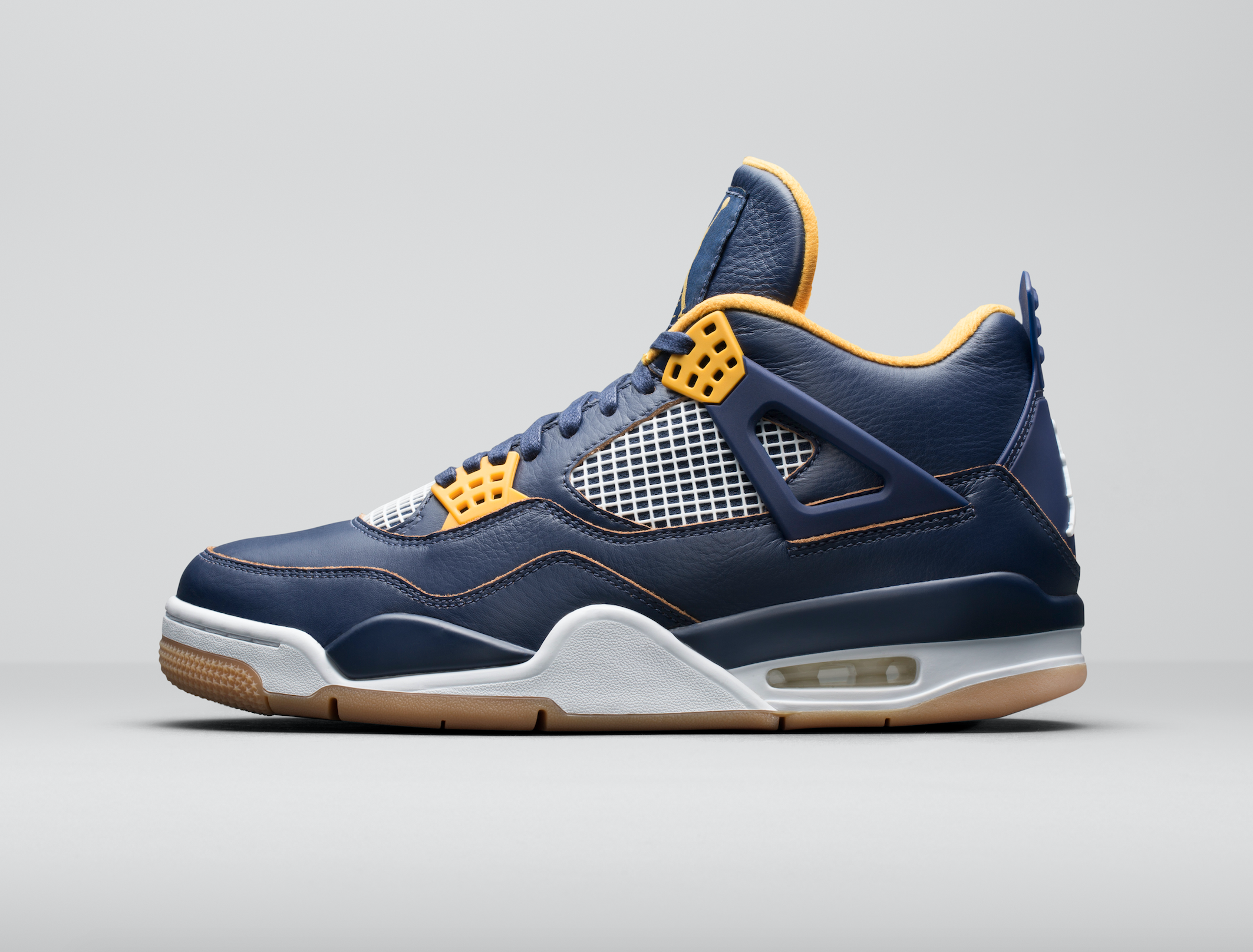 Release-Date-Air-Jordan-4-Dunk-From-Above-03.png
