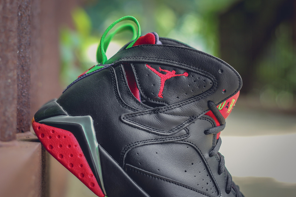 Marvin-the-martian-7-air-jordan-04.jpg