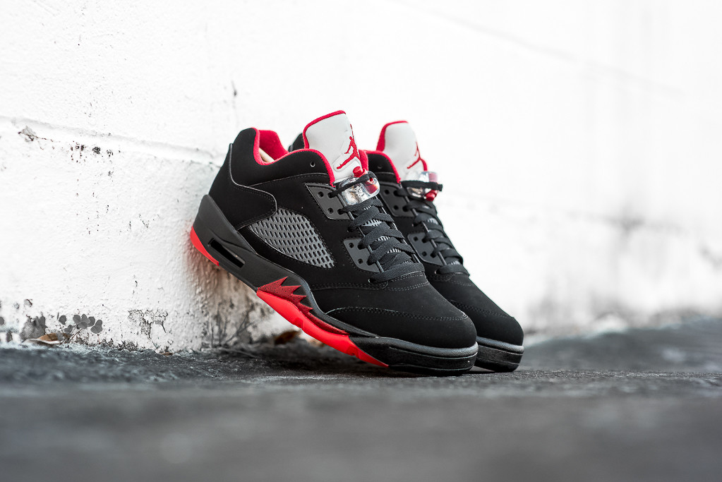 Air_Jordan_5_Retro_Low_BRED_Sneaker_Politics_Hypebeast_5.jpg