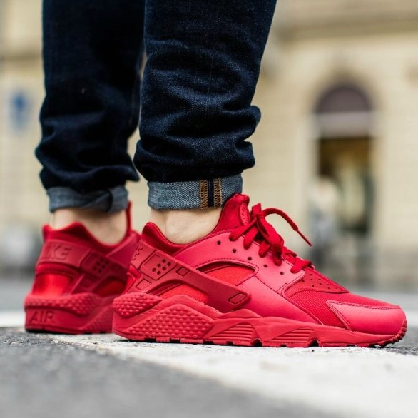nike huarache varsity red Shop Clothing